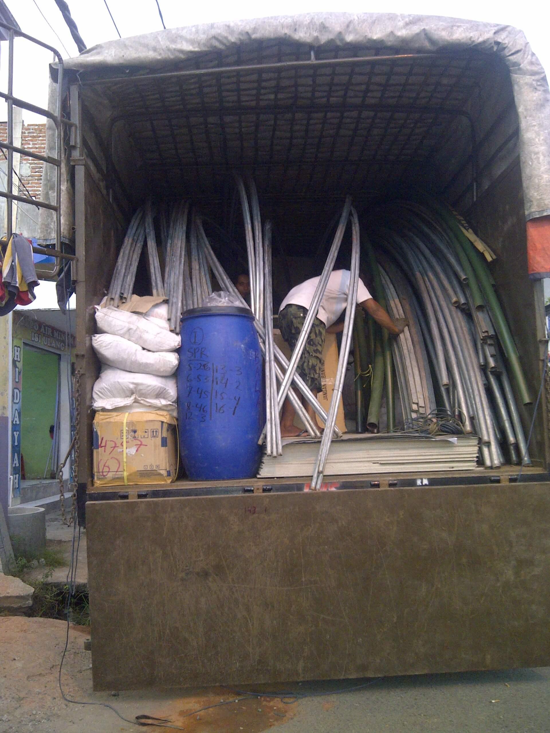 Material panel enamel akan dikirimkan ke lokasi proyek Kubah Masjid di Medan