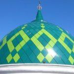 Kubah Masjid Darrul Muttaqien yang mempunyai motif hijau tua dan hijau muda. Masjid Darul Muttaqien ini terletak di Jl. Manukan Tama, SBY CV. MICRO 2000